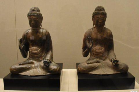 本物の仏像(右)と3Dプリンター製作した「お身代わり仏像」